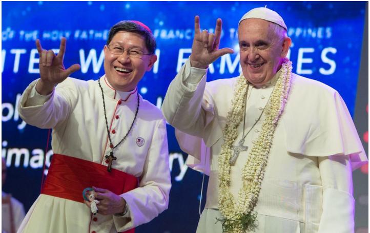 Dette billede har ingen alternativ tekst; filens navn er francis-satan-hand-sign.png