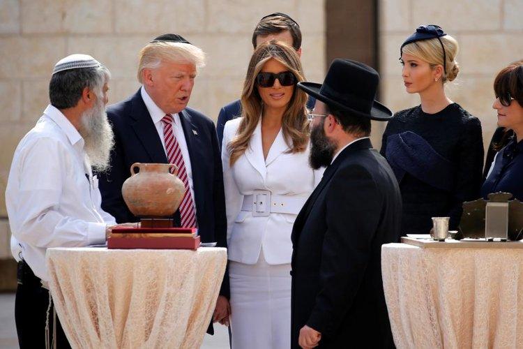 Dette billede har en tom ALT-egenskab (billedbeskrivelse). Filnavnet er chabad-trump.jpeg